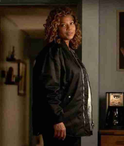 Queen Larifah as Robyn McCall in The Equalizer 2021 TV show wearing a black parachute jacket