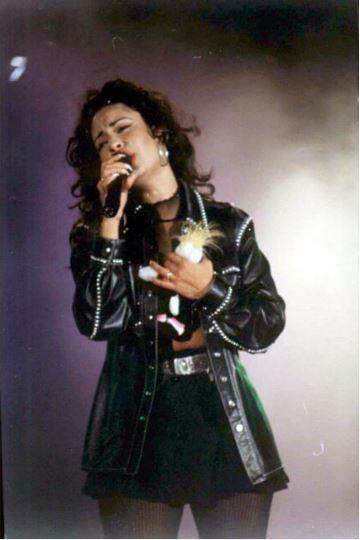 Selena Quintanilla Y Su Silueta Black Coat